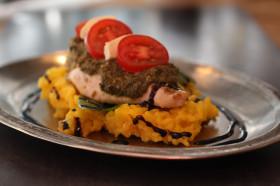 pesto-kjuklingur-med-mozzarella-og-tomotum